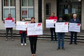 DGB Solidarität mit Ernte-und Schlachthofbeschäftigten, Plakataktion Duisburg