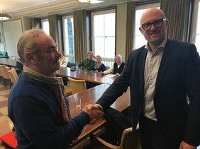 Günter Niel mit dem Duisburger OB Sören Link