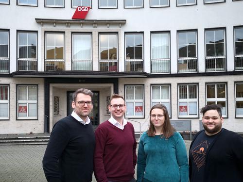 links nach rechts: Fabian Kuntke DGB Niederrhein, Mariusz Ziolkowski zuständiger Rechtsschutzsekretär, Nora Warschewski und Tolga Özdemir DGB Hochschulgruppe Rhein/Waal.