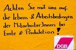 Pop-Up-Aktion für bessere Arbeitsbedingungen in der Ernte und auf Schlachthöfen in Moers!